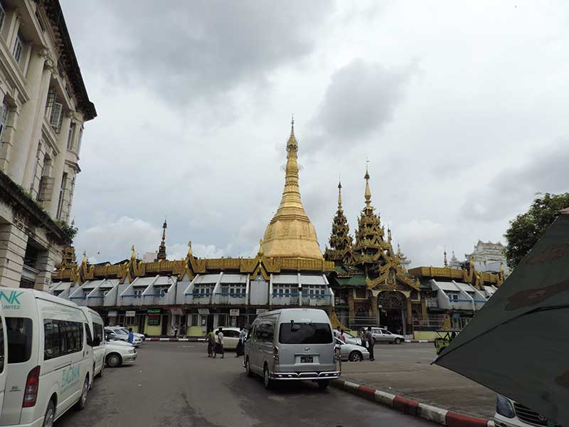 Sule Pagoda - Surrouded by traffic and shops