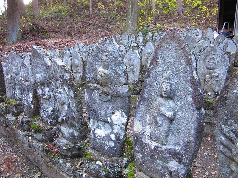 Kizo Statues