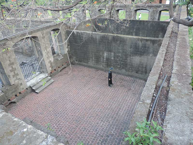 Where Jose Rizal was held, indicated by the statue